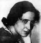 Hannah Arendt wurde am 14. Oktober 1906 in Hannover geboren. Sie wuchs in Königsberg als Tochter säkularer jüdischer Eltern auf. - hannah_portr-01